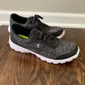 Women's size 9 gym shoes
